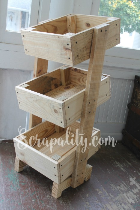 Potato-Bin-Made-from-One-Pallet-the-Sideview