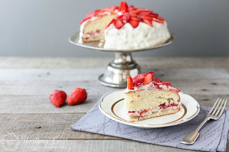 Strawberry-Cake-Recipe-With-Buttercream-Frosting-1