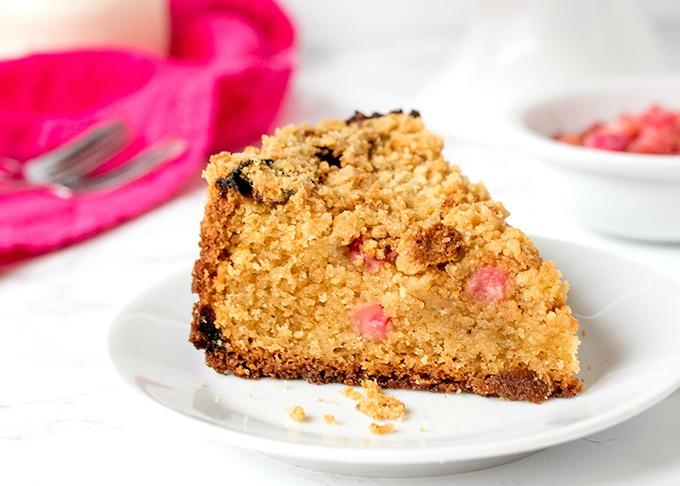 Rhubarb-Crumble-cake-wide1