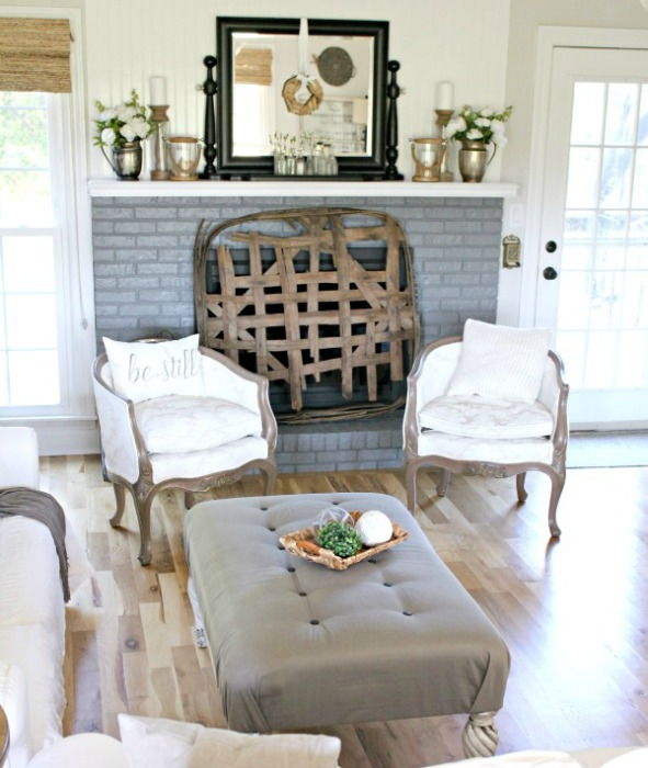 Farmhouse-Spring-Mantel-10
